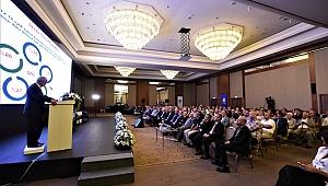 İzmir'de Düzenlenen Ekonomi Zirvesi'nde Önemli Mesajlar Verildi