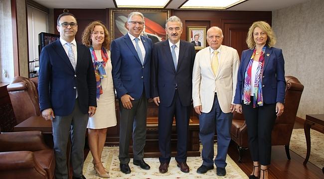 Rotary, İzmir'deki 27 Okulun İhtiyaçlarını Karşılayacak