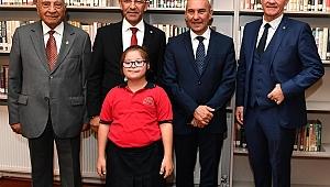 İzmir'in Dijital Kütüphanesi Hizmete Açıldı