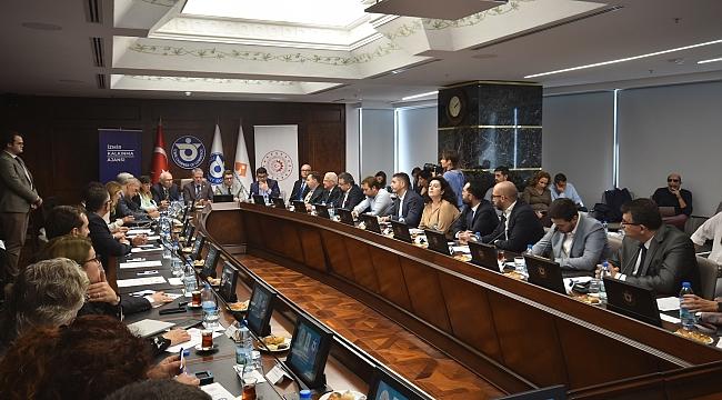 """İzmir İş Dünyası İZTO'nun """"Girişimcilik"""" Projesinde Birleşti"""
