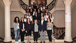 """İzmirli Kadın Girişimcilerden """"Geleceği Yazan Kadınlar"""" Projesine Destek"""