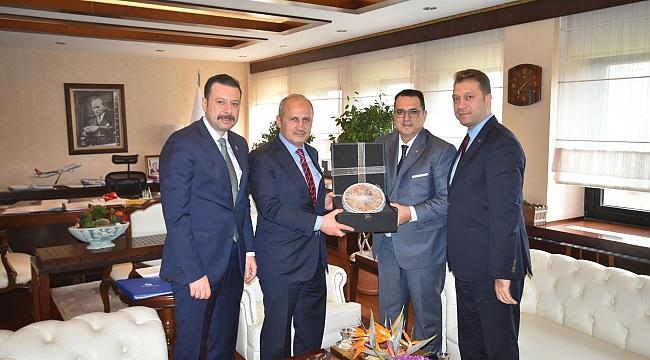 İZTO Heyeti, Bakan Turhan'a İzmir'in Lojistik Sektöründeki Beklentilerini İletti