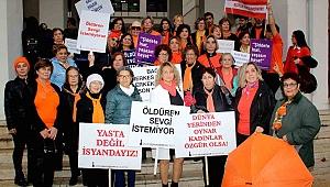 İzmir Kadın Kuruluşları Birliği Ayakkabı Bıraktı