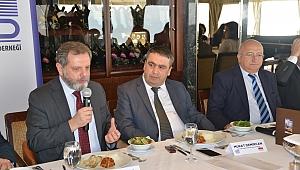 Ekonomi Gazeteciliğinin Önde Gelenleri İzmir'de Buluştu