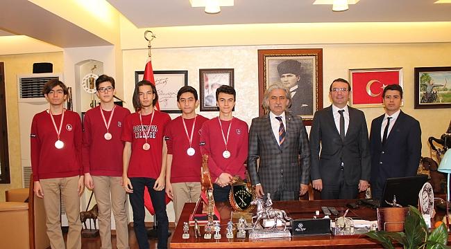 Bornovalı Öğrenciler 5 Madalya Kazandı