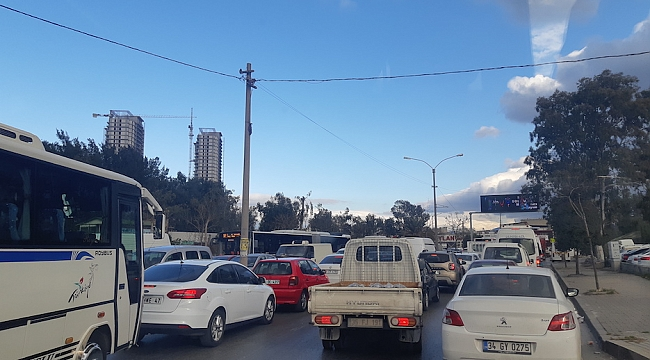 İzmir'de Trafik Sorunu Endişe Yaratmaya Başladı