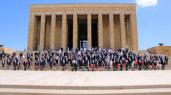 Türk Rotaryenler Ulu Önder ATATÜRK'ün Huzurunda