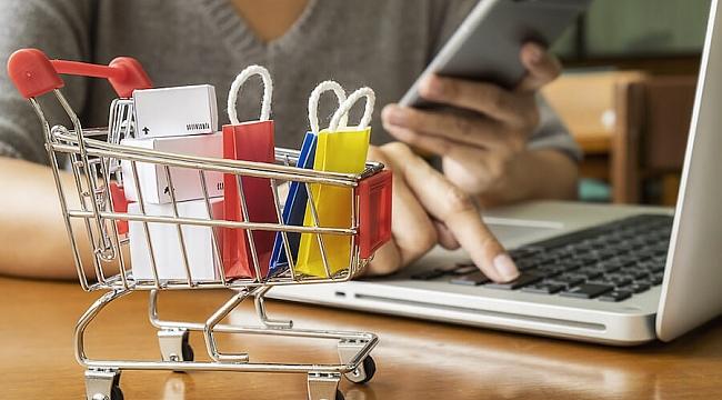 Tekstil Sektörü E-Ticaret İle Ayakta Kaldı