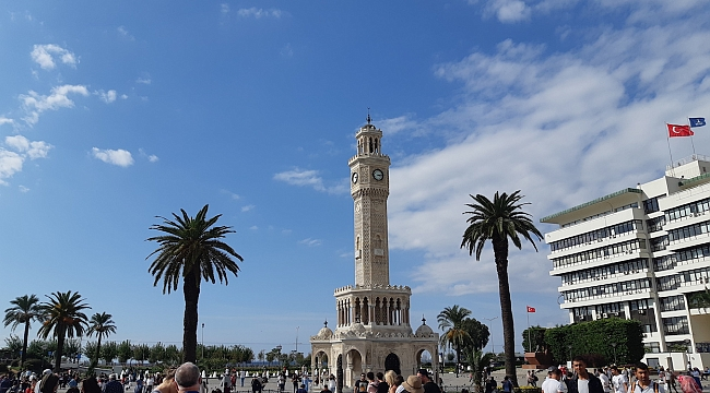 İzmir'in Merkezi Konak'ı Son 10 Yılda Tam 61 Bin Kişi Terk Etti