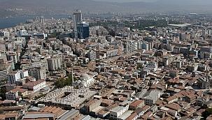 İzmir'de 1,4 Milyon Kişi Yaşlı Konutlarda Risk Altında Yaşıyor